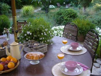 Le petit déjeuner à l'extérieur