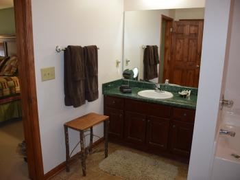 Campbell Mtn Room bathroom