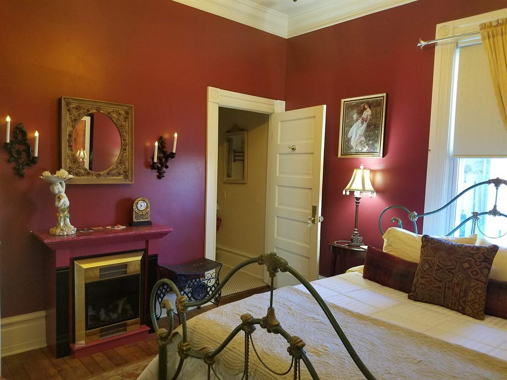 Queen-Ensuite-Standard-The Sherlock Holmes Suite - Base Rate