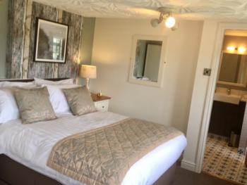 Double room-Ensuite-Bath&Shower, Country View