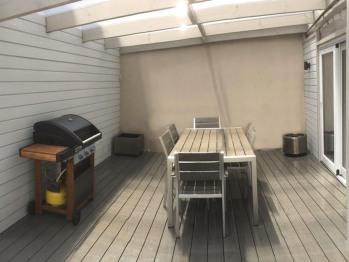 Terrasse avec barbecue, possibilité de couvrir la terrasse