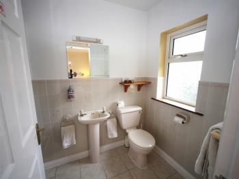 Room 2 En-suite Bathroom