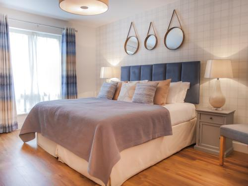 Master bedroom with super-king double bed that can be split into two singles