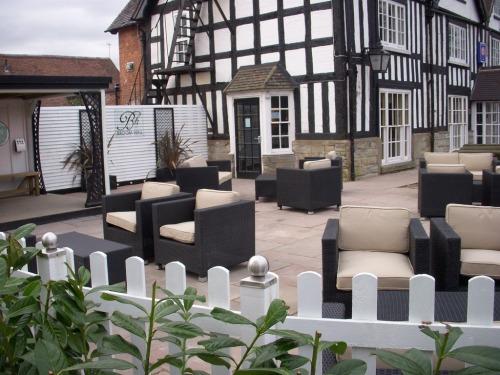 Broom Hall Inn | Stratford-upon-Avon | Terrace