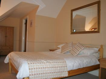 Double room-Ensuite with Bath-First Floor (Shower over)