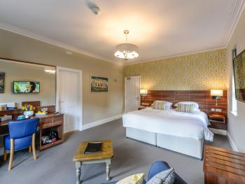 Room 2 Superior King with Castle View