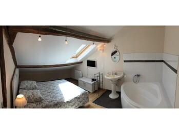 DAHLIA  Chambre + baignoire