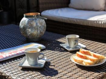 Pause café sur la terrasse