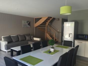Villa Fétuque Crin d'Ours à Merlimont - Séjour avec table pouvant recevoir 8 personnes