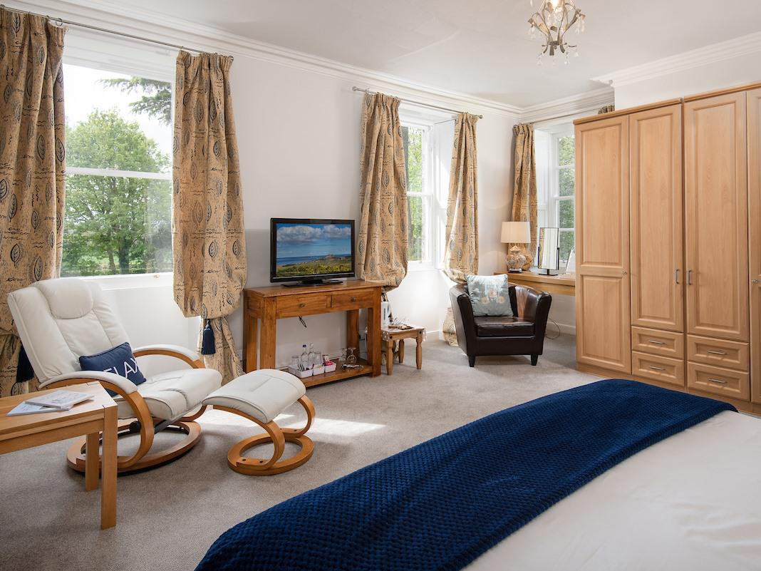 King-Luxury-Ensuite with Shower-Garden View-Room 1