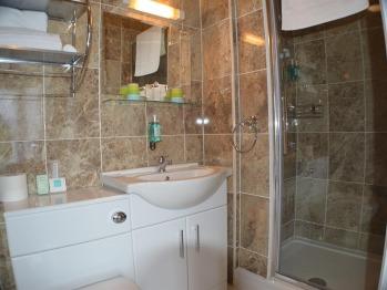 Sleigh Suite Bathroom