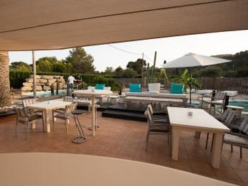 Lo Cura Lounge