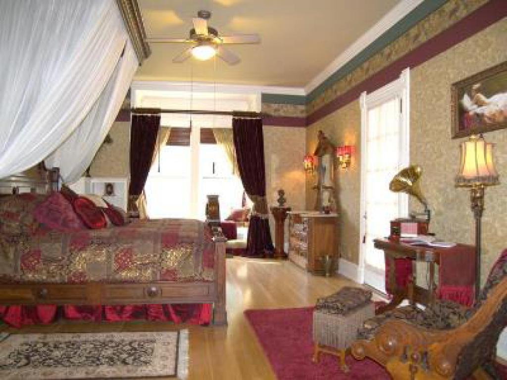 Luxury-King-Ensuite-Garden View-1-Durand Alexander Suite