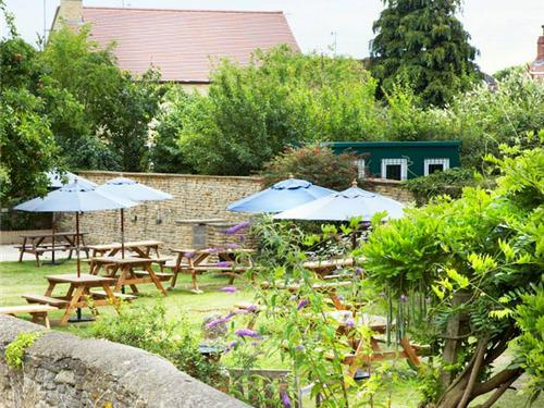 The Red Lion, Cricklade | Our huge garden