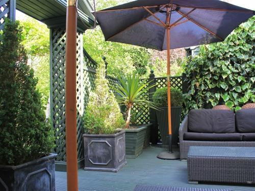 Deck lounge at Oak House No.1