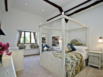 Suite-Superior-Ensuite with Bath-Garden View-Wisteria and Iris
