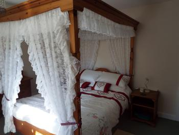 King-Ensuite with Shower-Four-poster Bed - Base Rate
