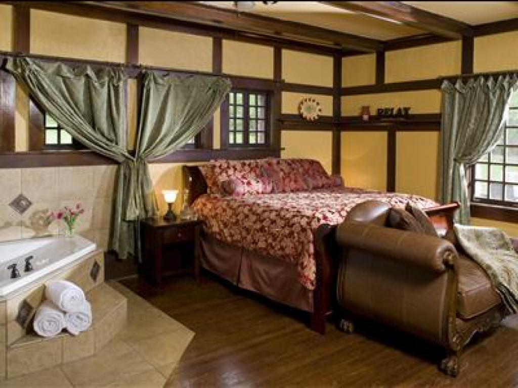 Oak Room - King Suite