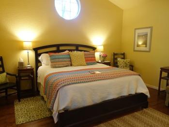 Juniper Room - King bed