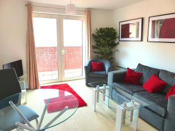 Penta Homes Apartments - Regent Court - Living room