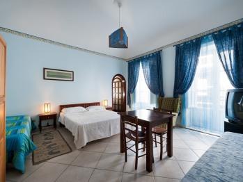 Quadrupla-Suite-Bagno in camera con doccia-Vista strada-Azzurra