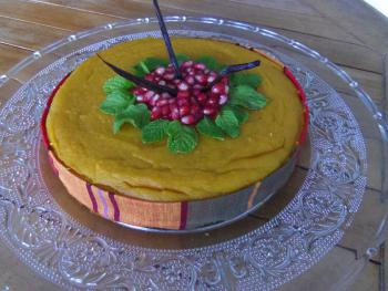 Gâteau d'anniversaire sans gluten, à la patate douce, qui sera accompagné d'un coulis de fruits