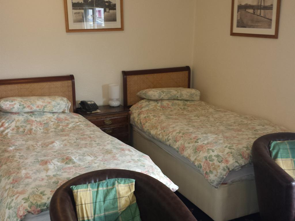 Twin room-Standard-Ensuite-Harbour View - Base Rate