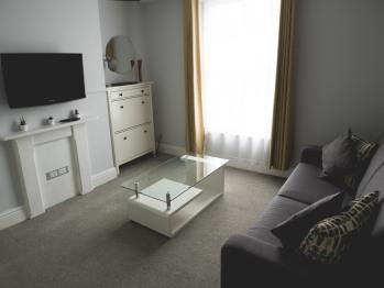 Albert - Living-Room Area with Flat screen TV