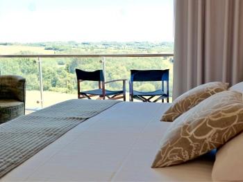King-Comfort-Bathroom-Terrasse-Bedroom 2
