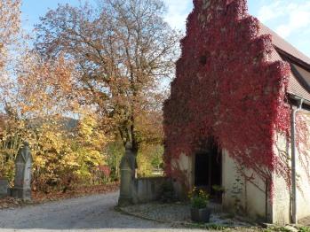 Eingangsportal zum Schloss, ökumenische Kapelle