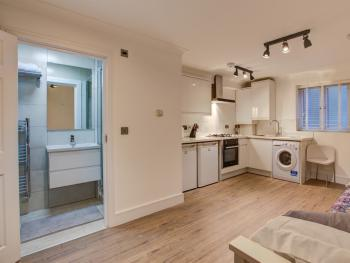 Studio-Premium-Ensuite with Shower-Garden View-Ground Floor Studio