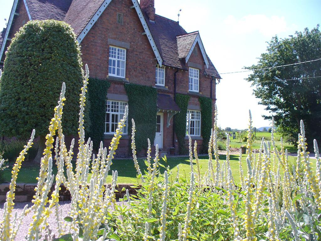New Hall Farm Bed And Breakfast, Tarporley | Homepage