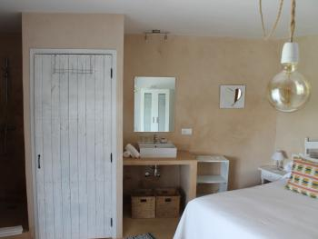 Marriage Bed-Standard-Bathroom with shower-Salaia
