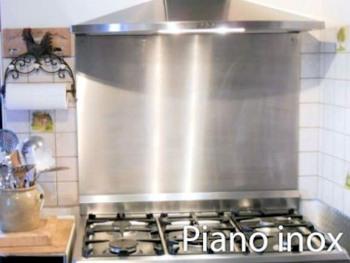 Cuisine équipée d'un piano inox avec four