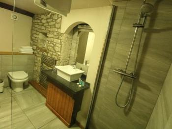 King-Premium-Ensuite with Shower