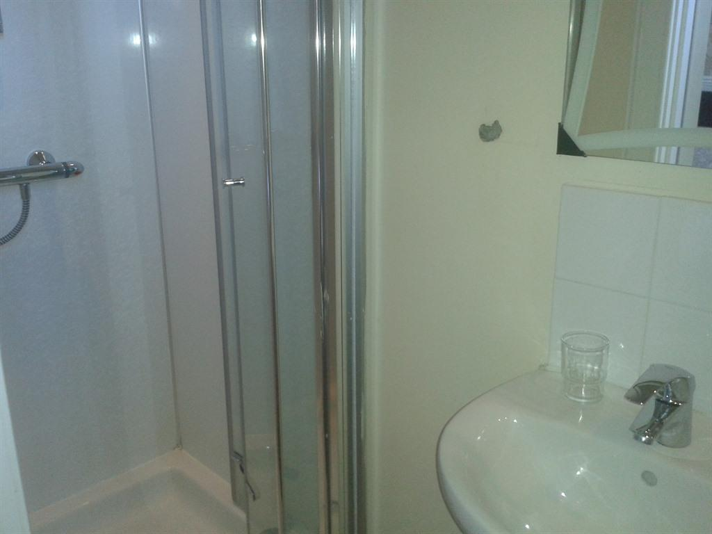 Family room-Ensuite with Shower-Room 5