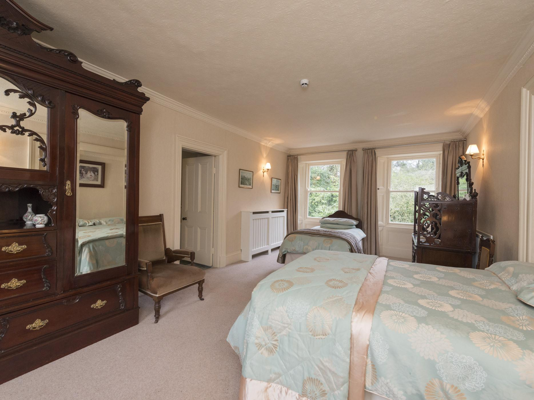 Double room-Ensuite with Bath-with Shower