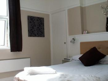 Double room-Premium-Ensuite with Shower-Garden View