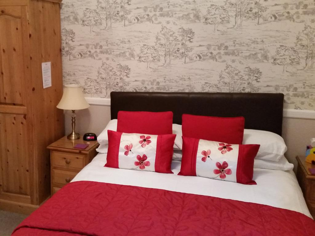 Double room-Economy-Ensuite with Shower