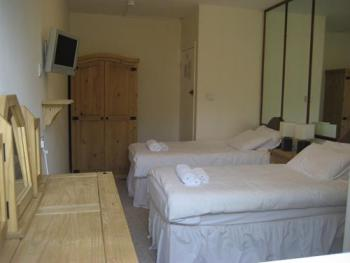Twin room-Shared Bathroom-ensuite shower, shared WC