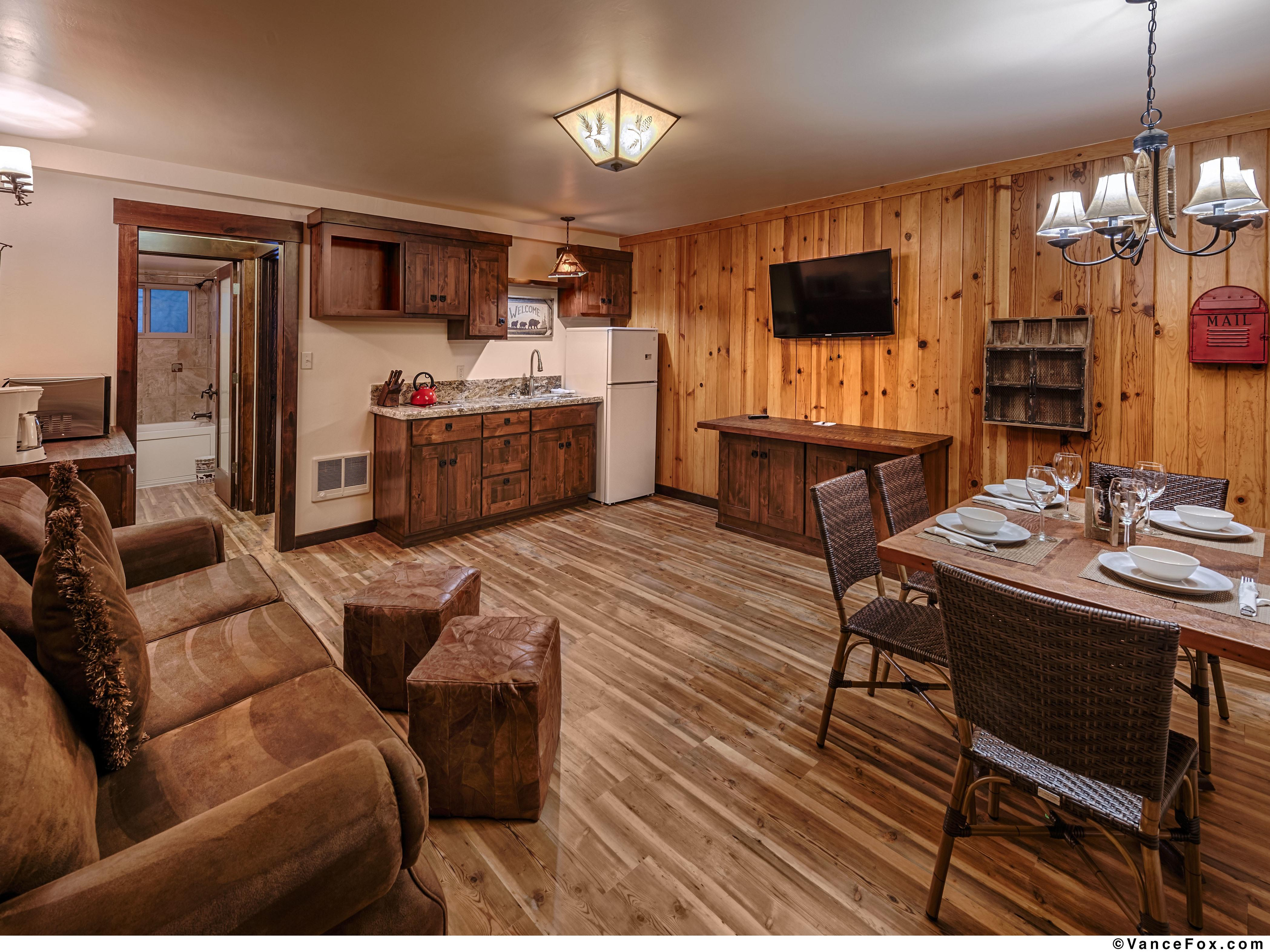 Lake View Two Bedroom #22-Lodge-Ensuite with Jet bath-Large-Lake View - Base Rate