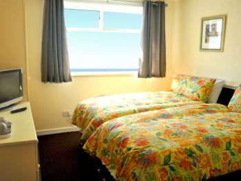 Twin room-Standard-Ensuite with Shower-Sea View - Base Rate