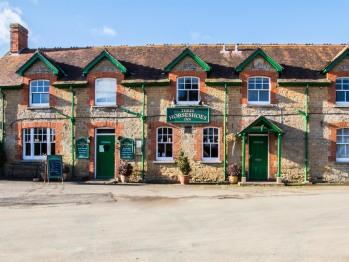 Three Horseshoes Inn - Outside View