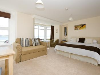 Double or Twin-Deluxe-Ensuite with Bath-Sea View-Midships