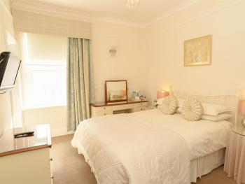 Spacious light ensuite room with a comfy kingsized bed and a lovely view over the bay. This doubles as my family suite