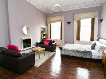 Double room-Shared Bathroom- with seating Area - Base Rate
