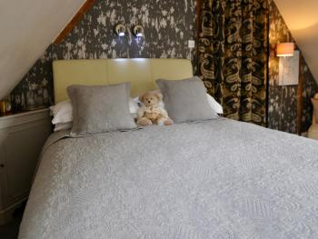 King size double bed with Ted