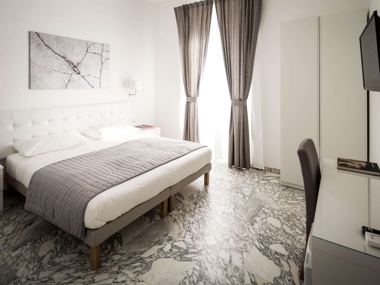 Matrimoniale o doppia-Bagno in camera con doccia-Marble - Matrimoniale o doppia-Bagno in camera con doccia-Vista città-Marble