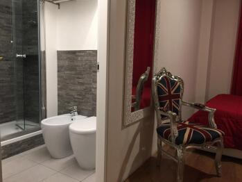 Matrimoniale-Superiore-Bagno in camera con doccia