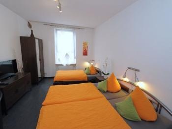 Apartment-Dreibettzimmer-Einfach-Eigenes Badezimmer